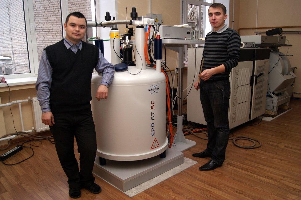 Научные исследования на кафедре проводятся с использованием оборудования при КФТИ КазНЦ РАН: