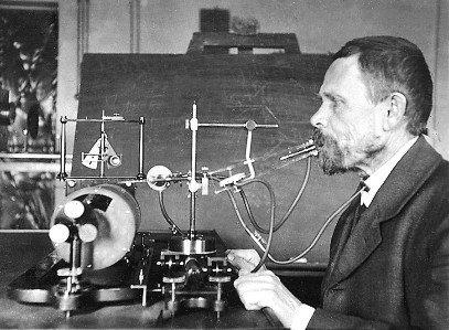 В.А. Богородицкий в лаборатории