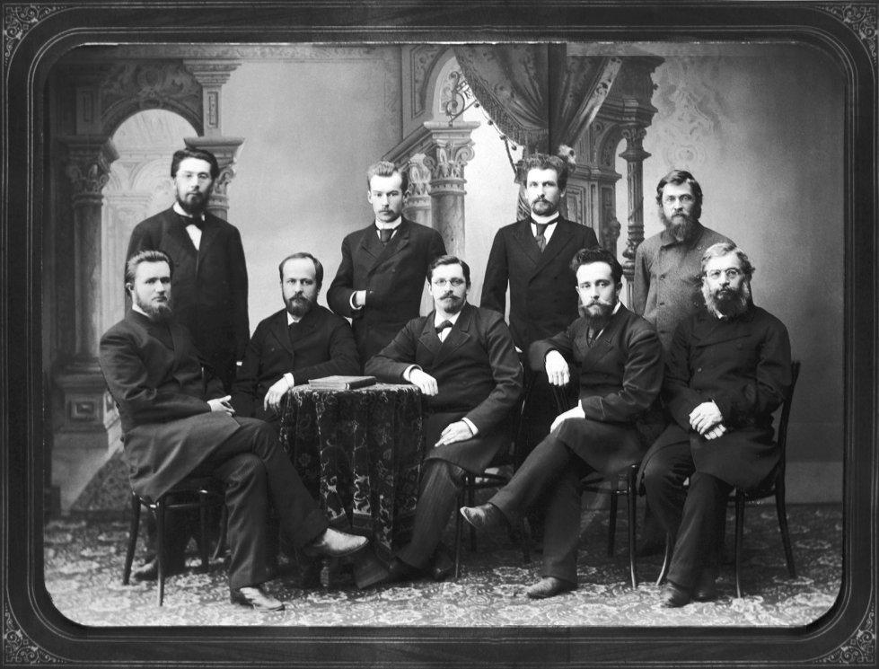 Группа профессоров - зоологов