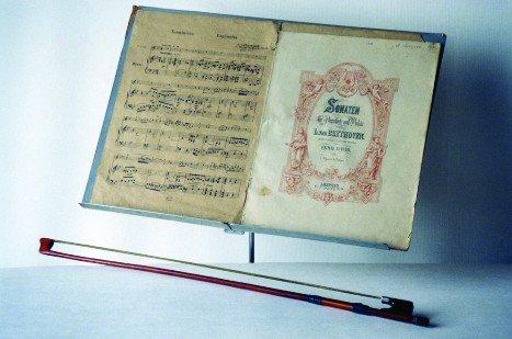 Пюпитр, смычок и ноты А.Е. Арбузова
