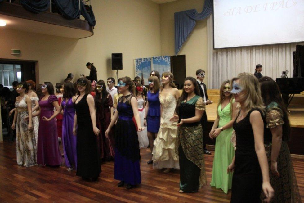 Сценарий на новогодний бал-маскарад для старшеклассников