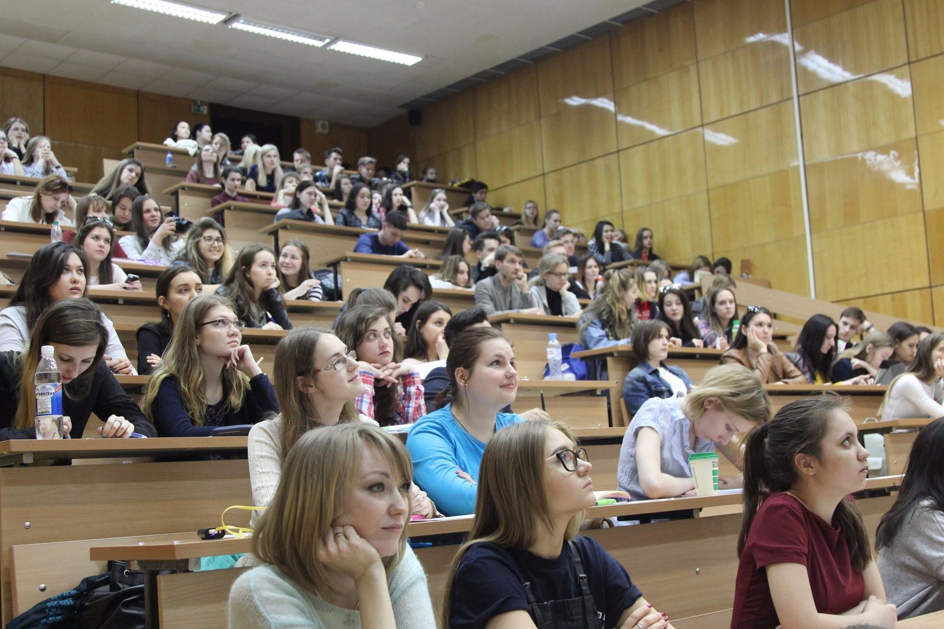 Студентка по обмену, Русская студентка по обмену опытом трахается 20 фотография