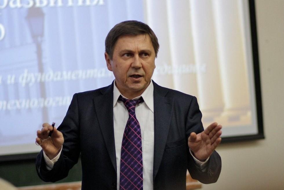 Андрей Киясов: 'Вакцина против коронавируса будет получена в КФУ в мае' ,Андрей Киясов: ?Вакцина против коронавируса будет получена в КФУ в мае?